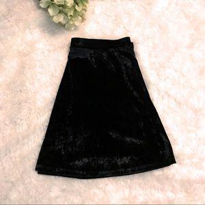 🆕EXPRESS Black velvet skirt